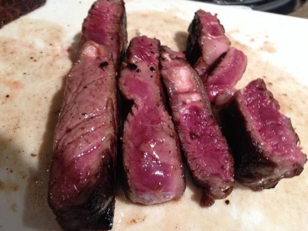 ほんのりピンクのミディアムレア!アメリカ駐在仕込みのステーキを美味しく焼く方法