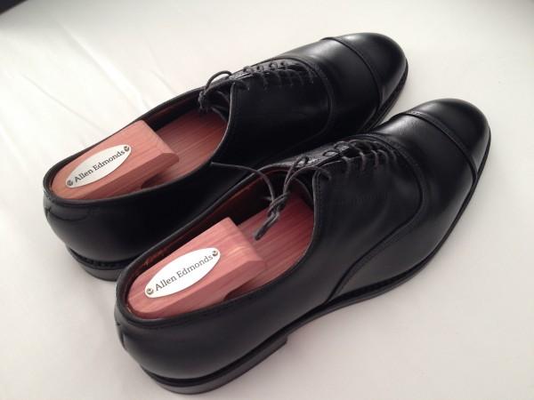 ショック】革靴のサイズが大きい時の対処法とケア品まとめ_男女
