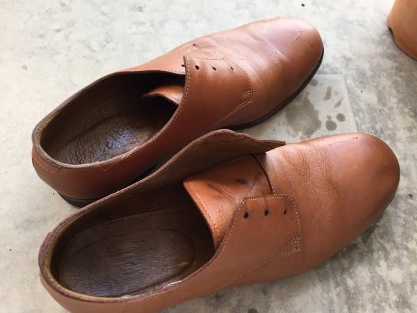 革靴の雨シミを丸洗い