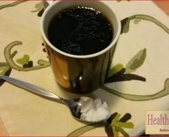 ココナッツオイルをコーヒーに入れる