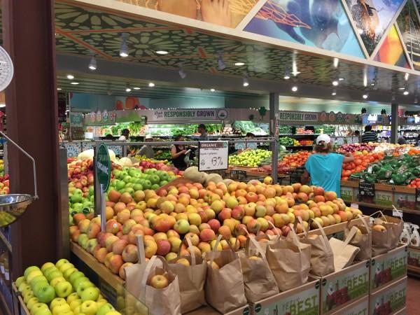 ハワイのホールフーズの果物売場