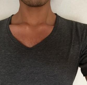 胸毛が見えないVネック3