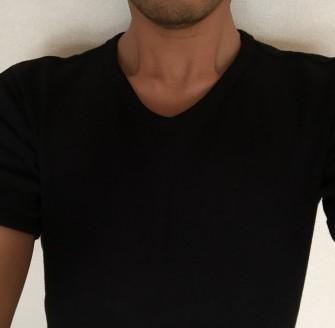 胸毛が見えないVネックTシャツ