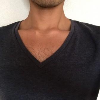 胸毛が見えないVネック5