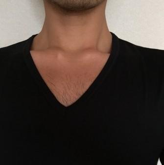 胸毛が見えないVネック1
