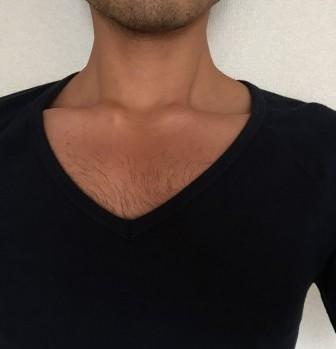 胸毛が見えないVネック2
