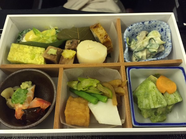 JAL777機のビジネスクラス搭乗機 食事御膳